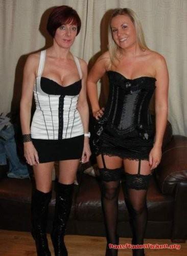 Hast du Lust zwei naturgeile Hausfrauen kostenlos zu ficken.
